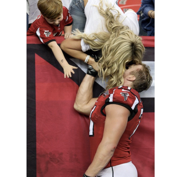 Kim Zolciak and Kroy Biermann kissing after his game