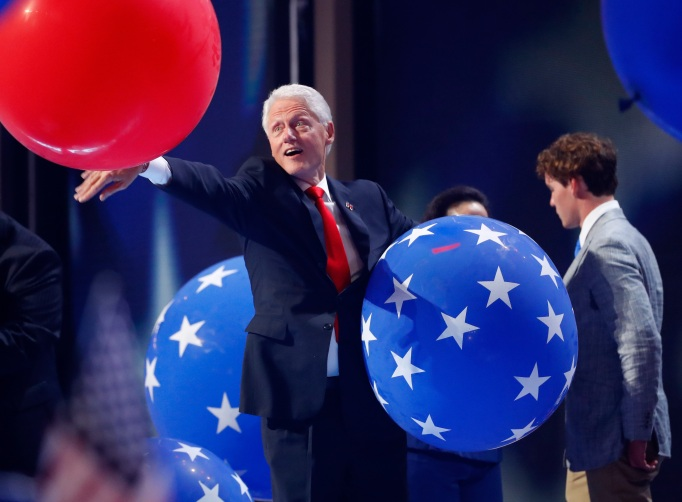 Funniest photos of Bill Clinton: Bill Clinton loves balloons!