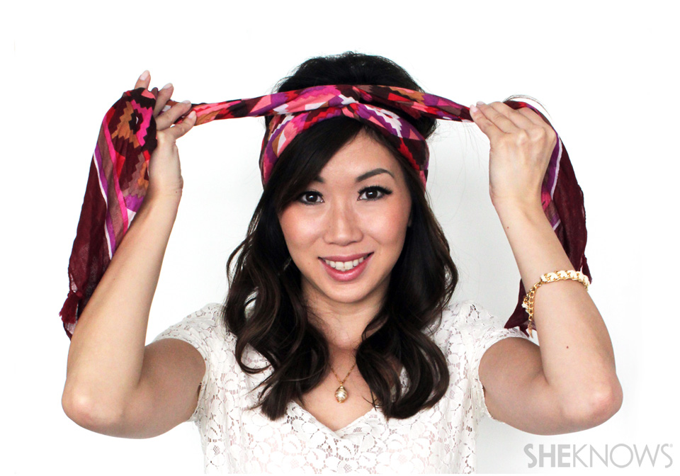 How to turn a scarf into a headband