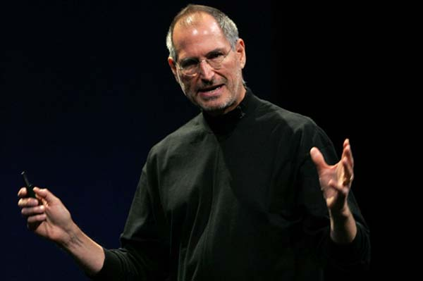 Steve Jobs announces medical leave