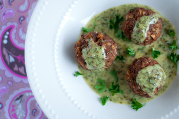 Vegetarian 'meatballs' with pesto cream sauce