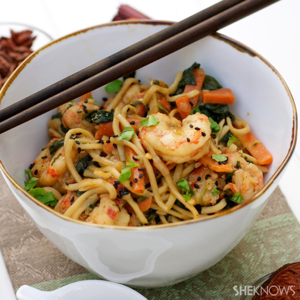 stir-fry noodles with shrimp and vegetables