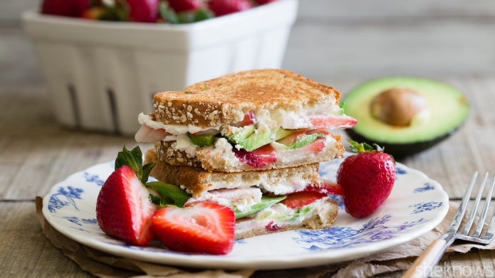 Meatless Monday: Strawberry avocado goat cheese