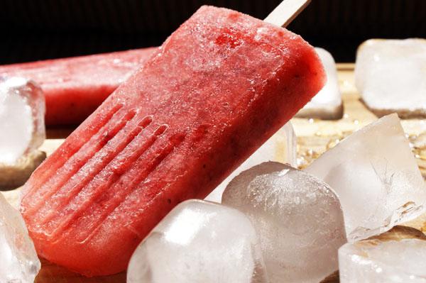 strawberr-wine-pops