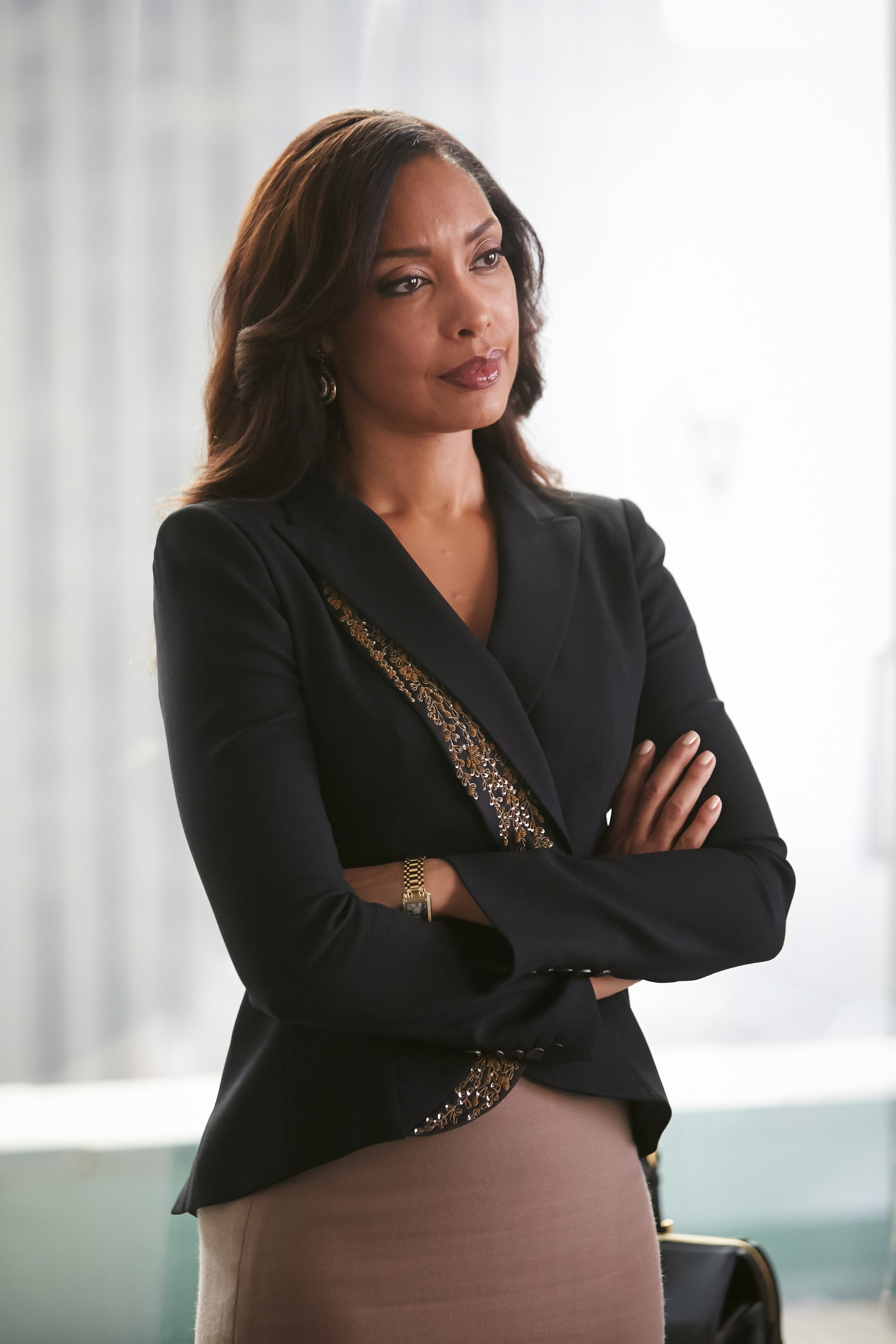 Exclusive fashion photos from Suits: Black blazer and brown skirt