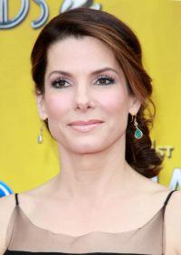 Sandra Bullock accepts both Oscar and