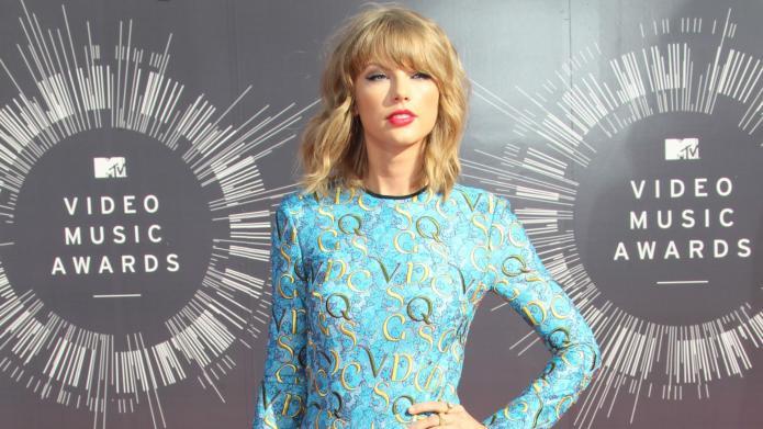Taylor Swift says Lena Dunham educated