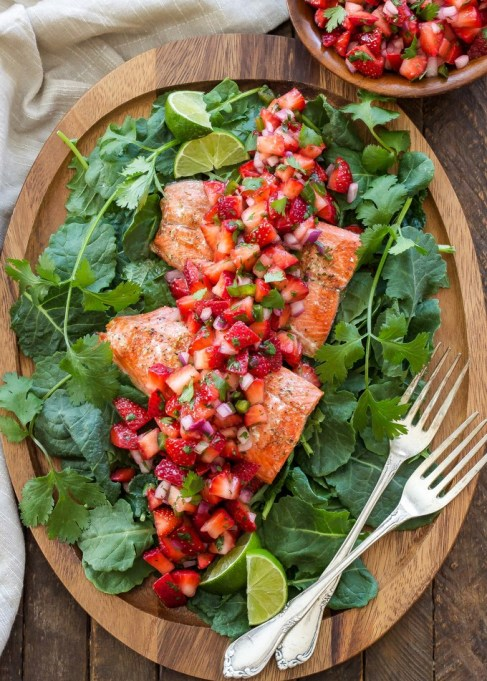 Grilled salmon with strawberry-jalapeño salsa