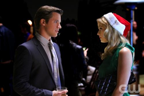 "90210 preview: ""O Holly Night"