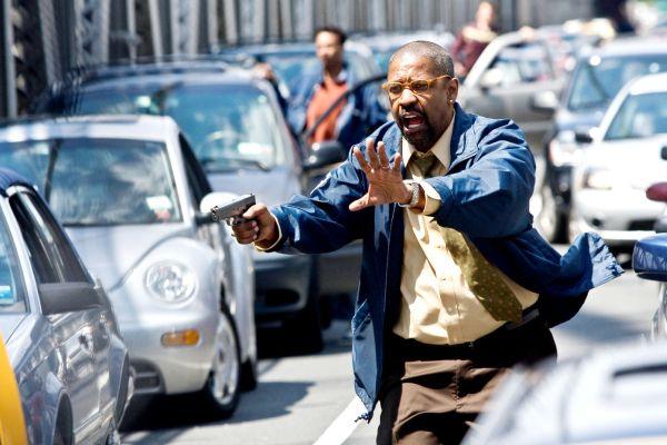 Denzel Washington tries to stop John Travolta in The Taking of Pelham 123