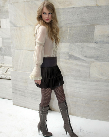 Taylor Swift wearing tights