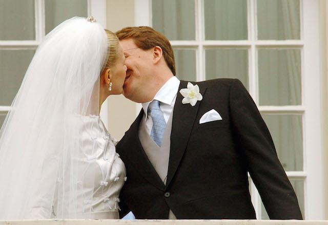 Prince Johan Friso & Mabel Wisse Smit kiss on their wedding day