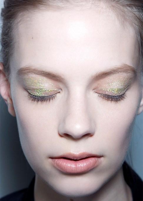 30 Summer Makeup Ideas: Subtle Glitter