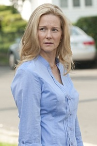 Laura Linney's Cathy is ready to fight her cancer in The Big C's sophomore season