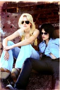 Dakota Fanning and Kristen Stewart in The Runaways