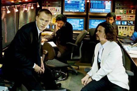 Paul Bettany and Johnny Depp in The Tourist