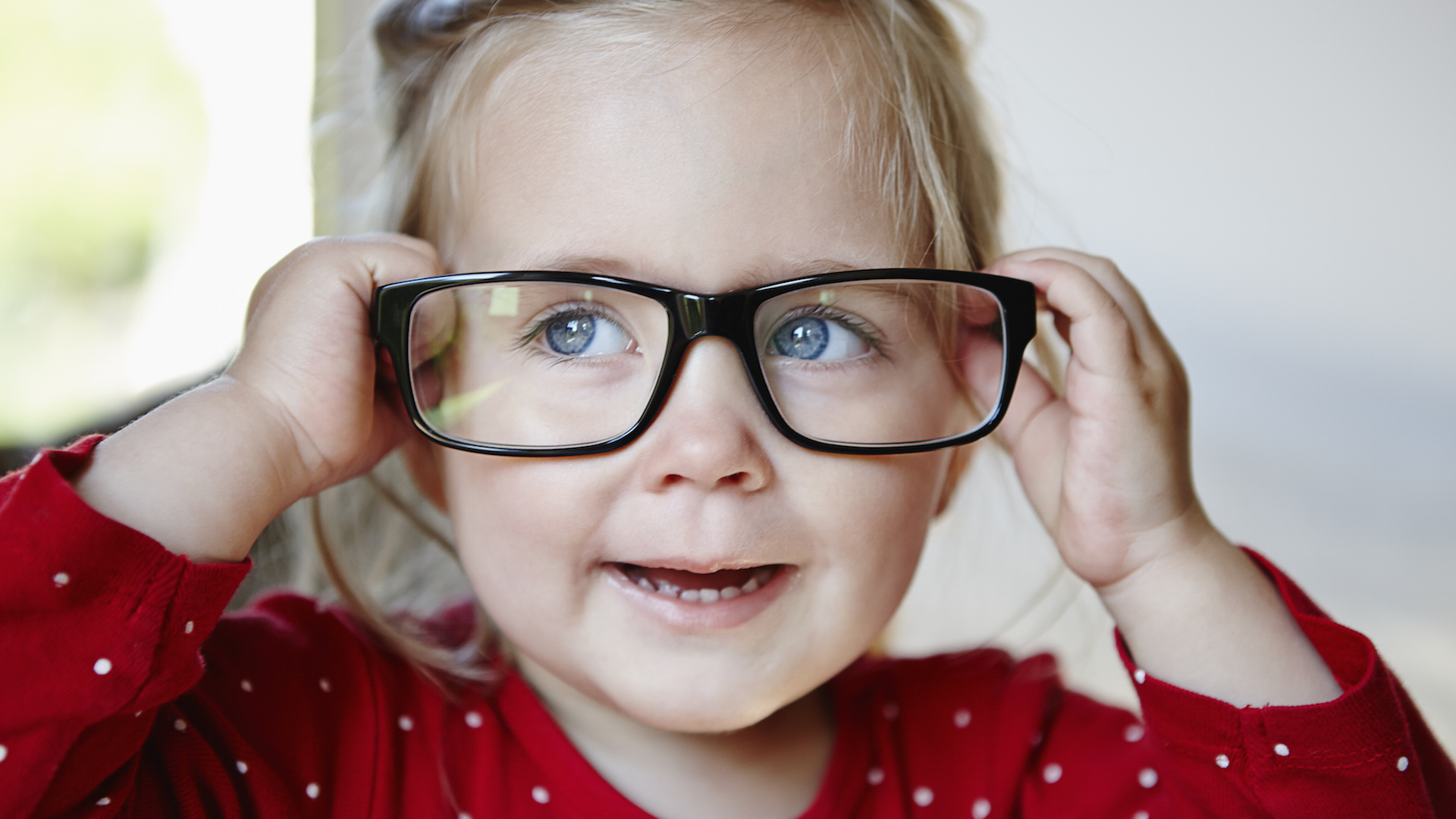 62e12731f2 5 Subtle Clues Your Toddler Might Need Glasses – SheKnows