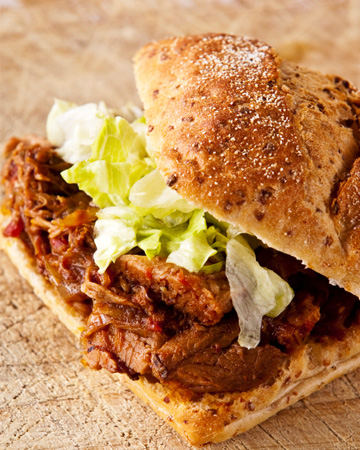Tomato sauce beef sandwiches