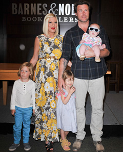Tori Spelling with family