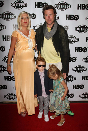Tori Spelling and Dean McDermott and kids