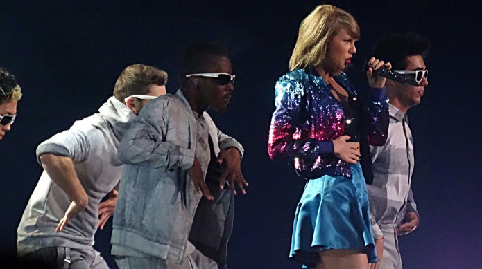 Taylor Swift finally performs the song