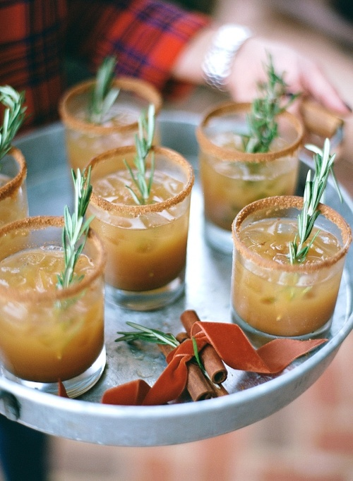 Spiked Apple Cider Recipes for All Your Fall Parties: apple cider bourbon cocktail