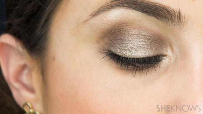 Glamorous on-the-go eye makeup tutorial, no