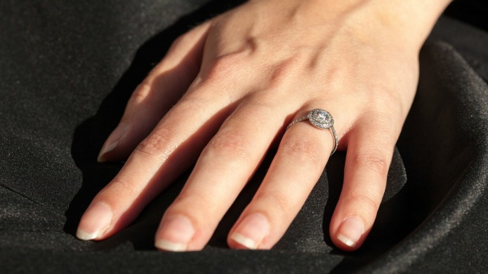 Gemporia introduces the perfect engagement ring