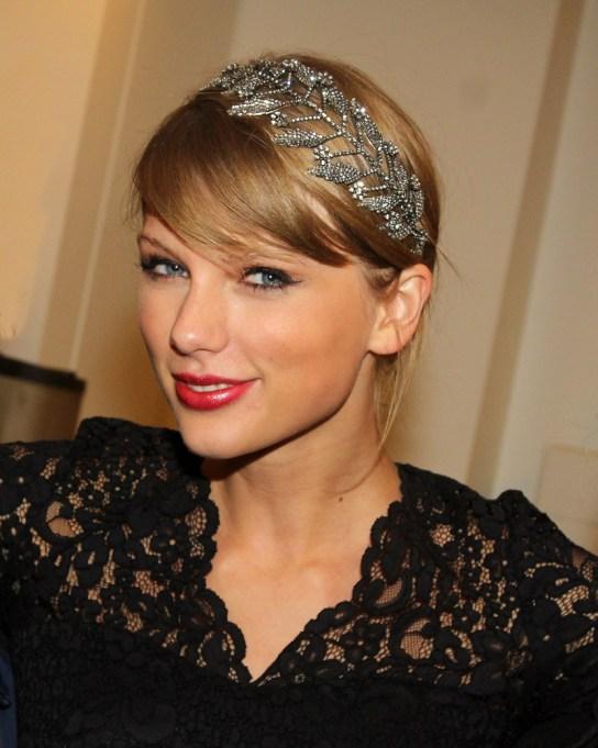 Celebrity Inspired Ways To Wear A Headband | Taylor Swift
