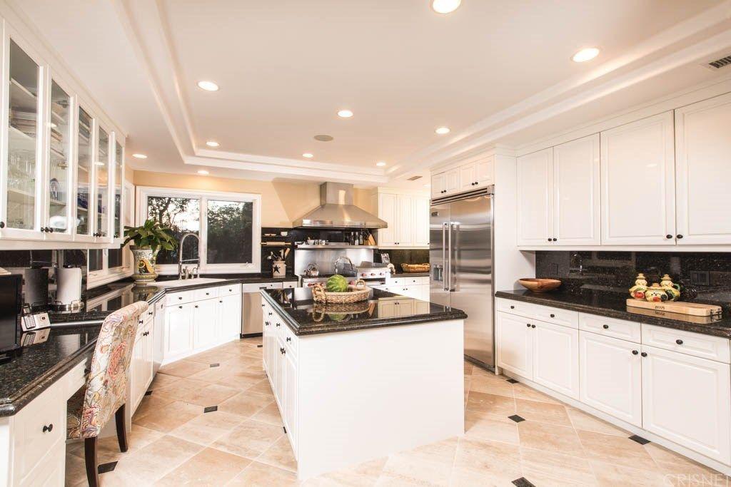 Tupac Shakur's mansion boasts a total dream kitchen.