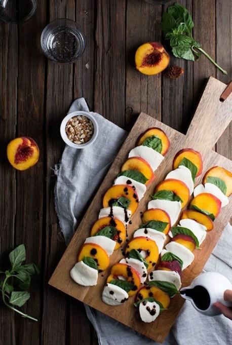 50 Easy Summer Salads: Summer Peach Caprese Salad | Summer Eats
