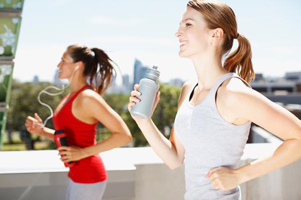 Two women running | Sheknows.ca