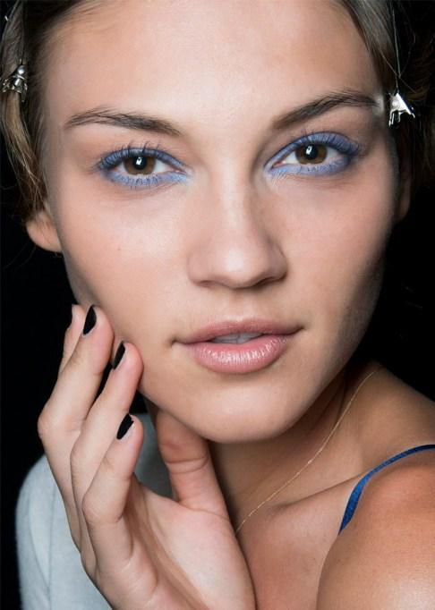 30 Summer Makeup Ideas: Sky Blue Liner
