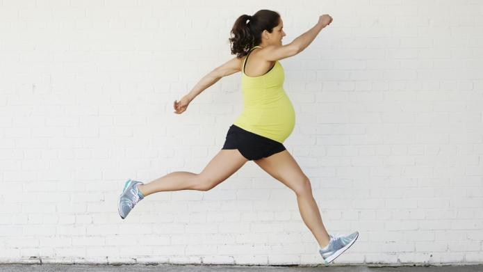 Pregnant triathlete puts the rest of