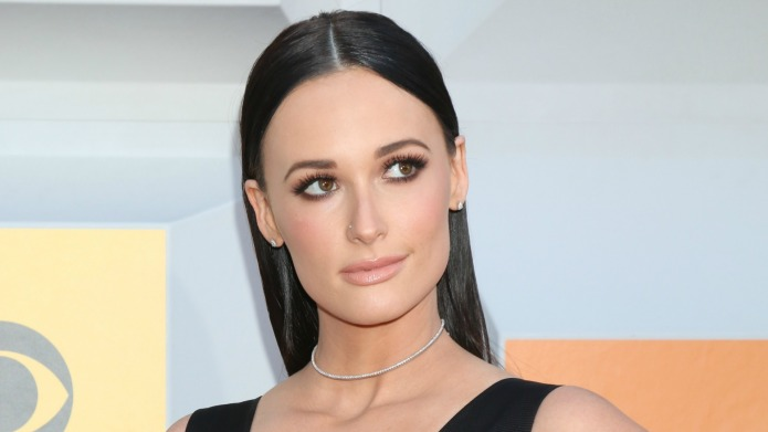 Kacey Musgraves writes and deletes pro-gun