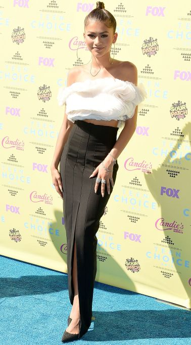Zendaya black white skirt