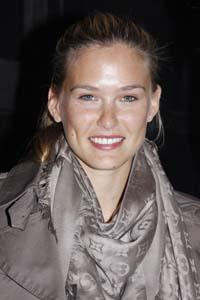 Did Bar Refaeli give Leonardo DiCaprio