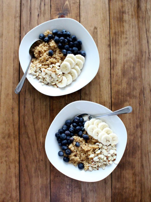 Breakfast Bowls to Fuel Your Mornings: Superfood quinoa breakfast bowl | Healthy Breakfast 2017