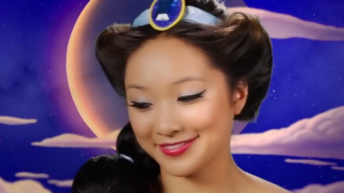 Woman transforms into 7 Disney princesses