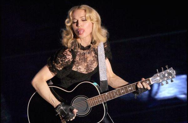 Madonna dazzles critics with Super Bowl