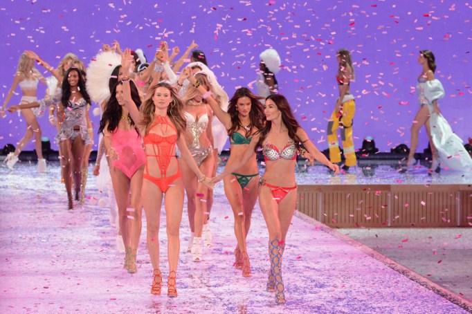 2015 Victoria's Secret Fashion Show Behati Prinsloo, Lily Aldridge