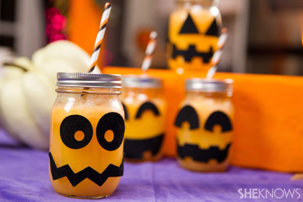 30 Halloween Cocktails & Mocktails That'll Take Your All Hallow's Eve to the Next Level: Fizzy Pumpkin Party Drinks