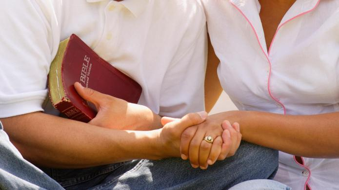 Christian wife-swapping couple evangelizes by 'swinging