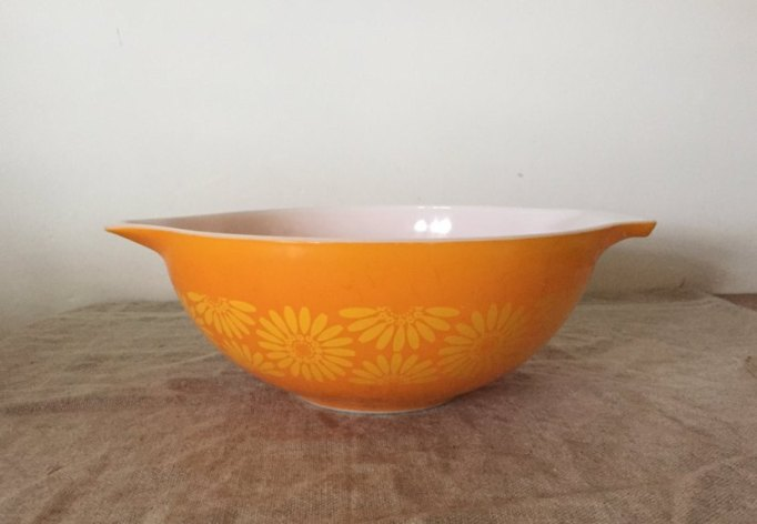 Etsy Decorating Trends: Fabulous Vintage Pyrex Daisy Pattern | Fall Decor