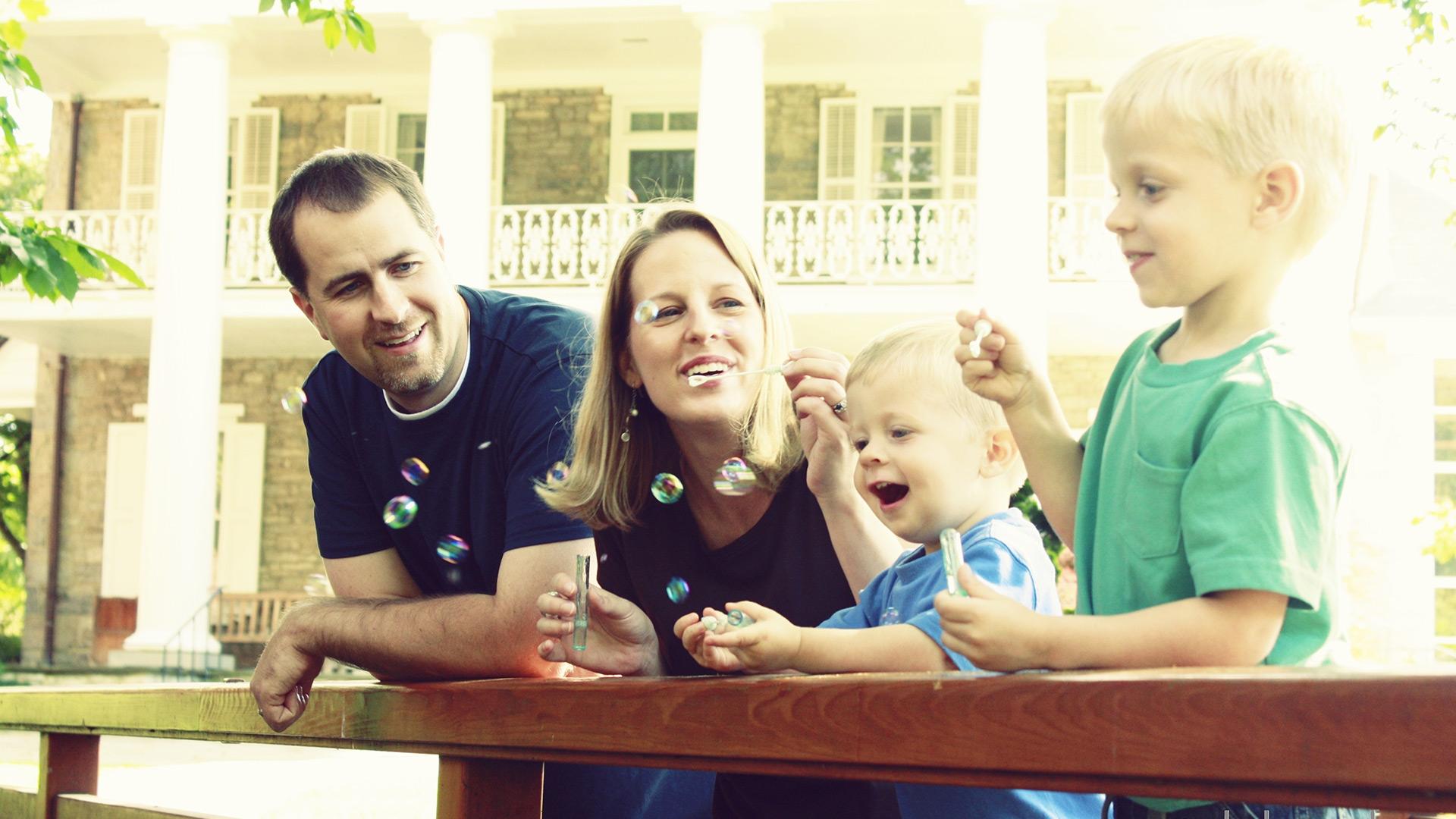 Family photos - bubbles | Sheknows.com