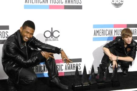 Usher and Justin Bieber display their AMA loot