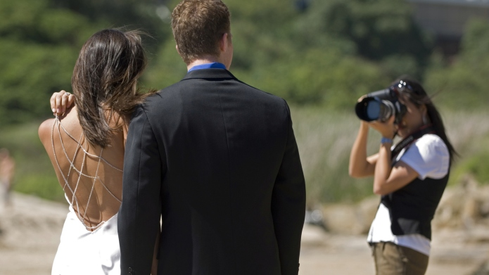 How much your wedding photographer should
