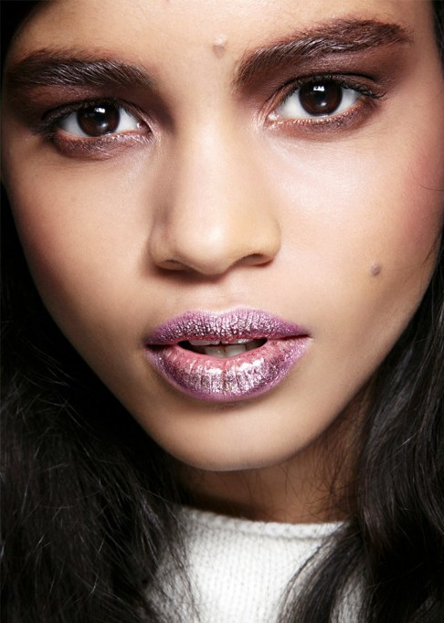 30 Summer Makeup Ideas: Glossy, Glittery Lips