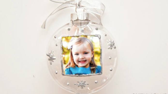 These DIY photo ornaments are simple