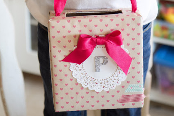 Valentine's Day Card holder craft | Sheknows.com